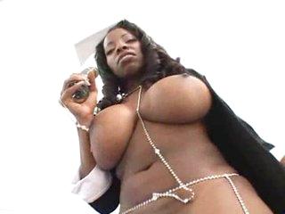 Let this tremendous dark chick entertain u