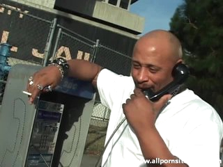 Dark hooker with tramp stamp sucks 10-Pounder in car